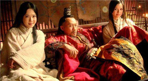 妻子長相貌美,父親就霸占兒子的妻子,亡國后又被他人要求侍寢